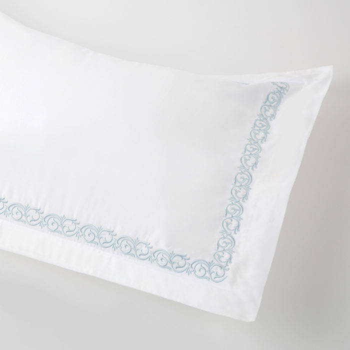 Cassis Housewife Pillowcases