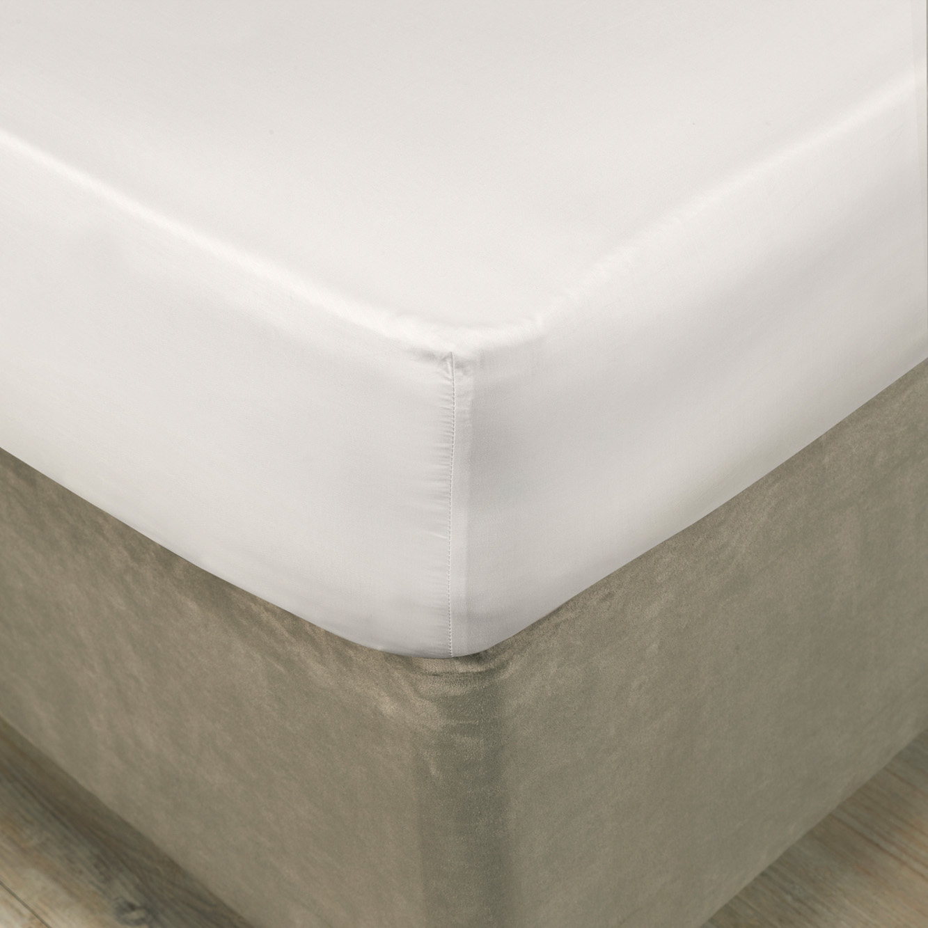 "Cotton Fitted Valance Sheet Superking Size White 200 Thread Count 28/"" Extra Deep"